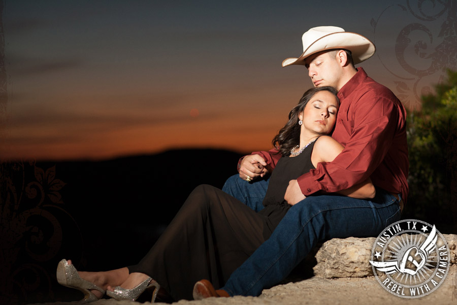 dramatic austin engagement photos with the sunset