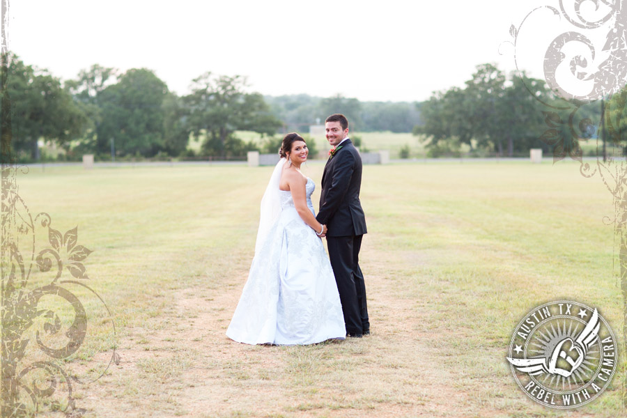 Country wedding pictures in Bastrop, Texas