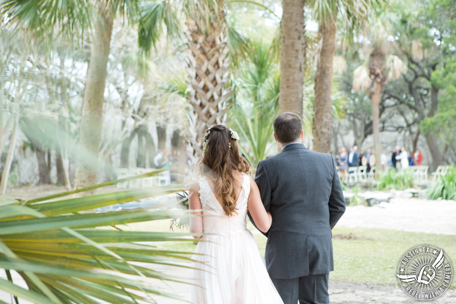 Whimsical Austin wedding pictures at Mayfield Park