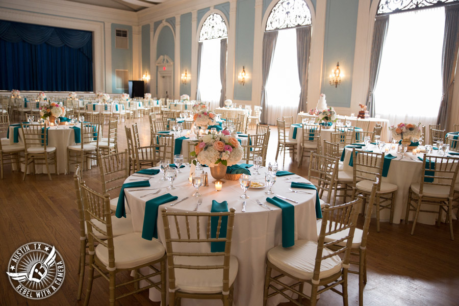 Elegant wedding pictures at the Texas Federation of Women's Clubs Mansion in Austin, Texas