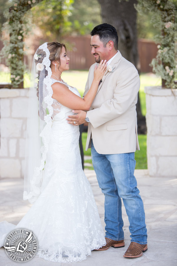 romantic-wedding-pictures-at-the-springs-events-in-georgetown-texas (47)