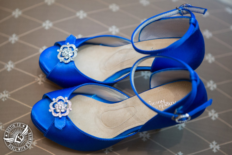 Beautiful wedding pictures on Lake Travis - royal blue shoes for the bride