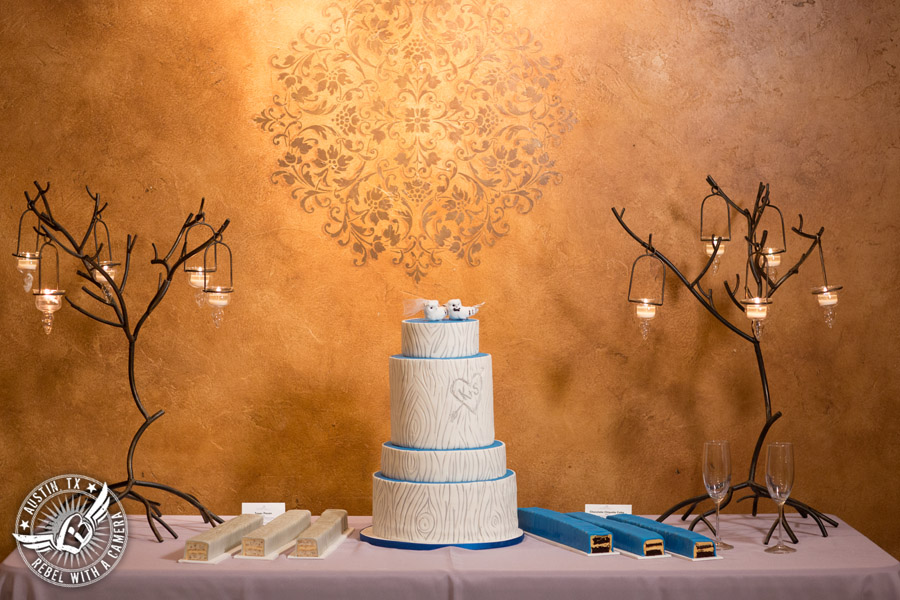 Beautiful wedding pictures on Lake Travis - wedding cake from Blue Note Bakery