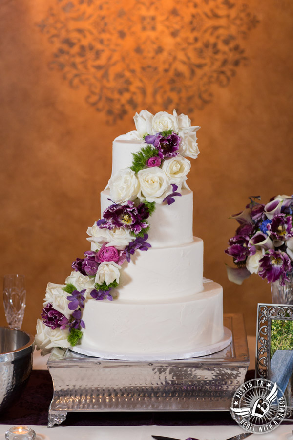 Lake Travis wedding pictures in Austin, Texas - Nature's Point - wedding cake by Sweet Treets Bakery with flowers by Visual Lyrics