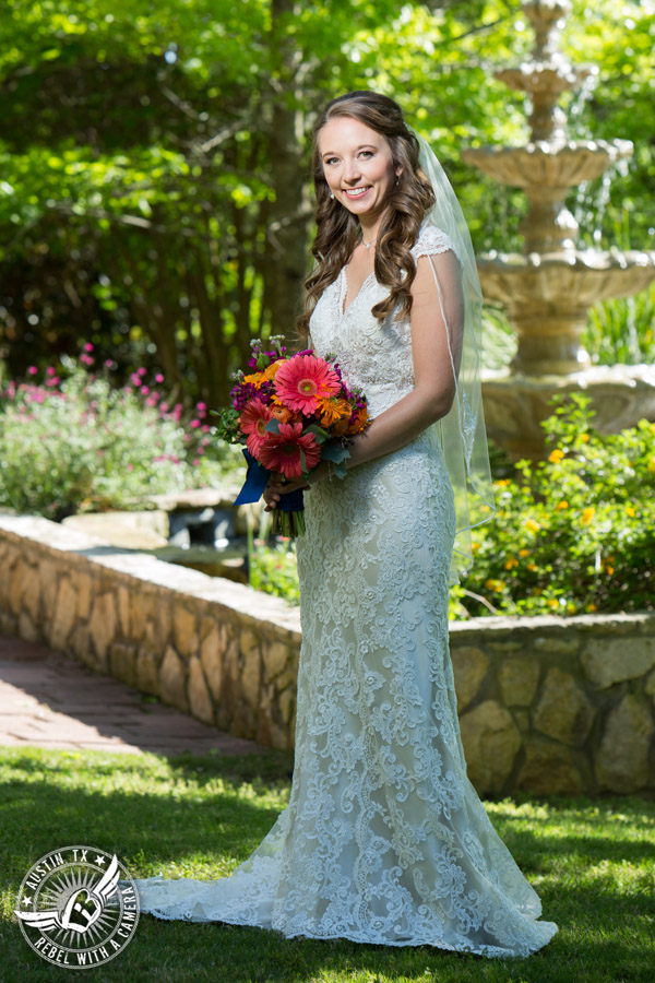 colorful-wedding-photos-at-natures-point-on-lake-travis-10