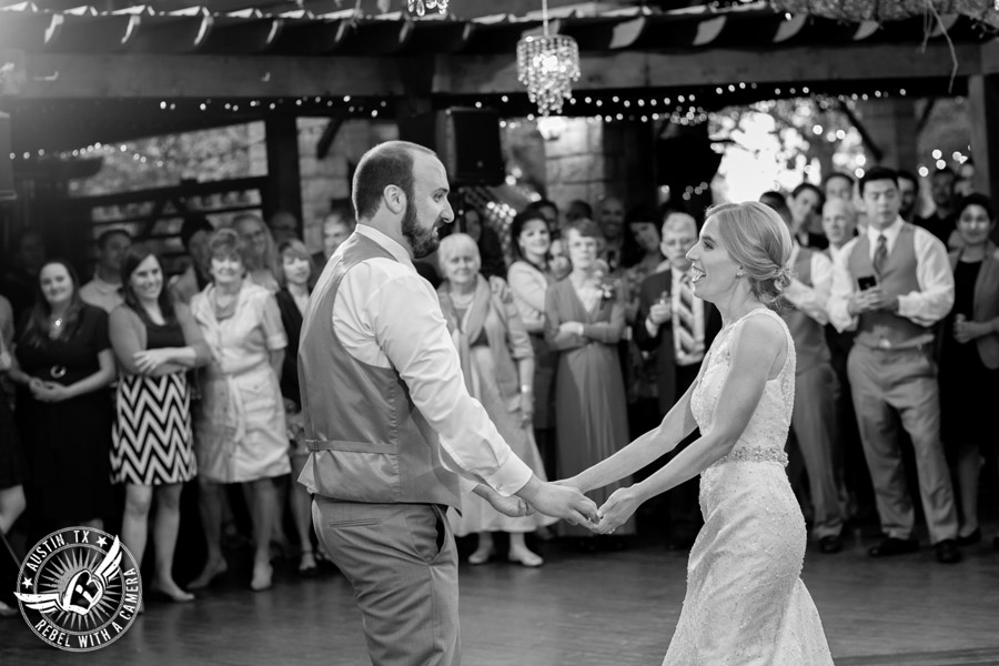 fun-austin-wedding-photographer-at-kindred-oaks-52