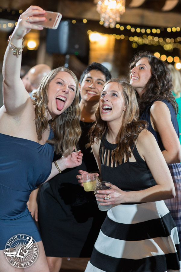Fun wedding photographer at Kindred Oaks in Austin, Texas - wedding guests take a selfie
