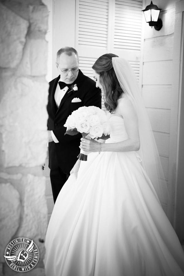 Elegant Casa Blanca on Brushy Creek wedding photos -bride and father just before they walk down the aisle in wedding ceremony