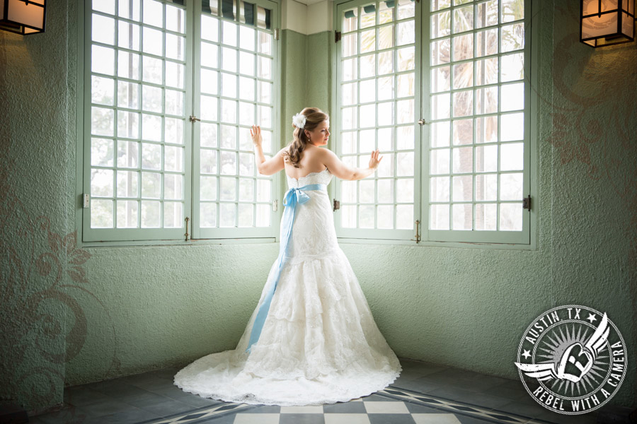 Beautiful bridal portraits at Laguna Gloria