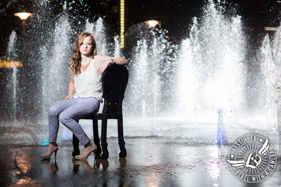 senior portraits at the liz carpenter fountain in austin texas