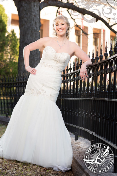 beautiful-bridal-portraits-at-the-texas-state-capitol (8)