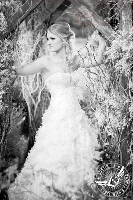 rustic-bridal-portraits-at-vista-west-ranch (9)