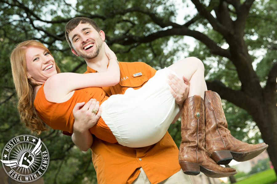 dramatic-engagement-portraits-at-the-texas-state-capitol (10)
