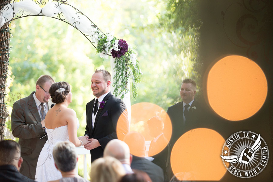stunning-wedding-photography-at-casa-blanca-on-brushy-creek (34)