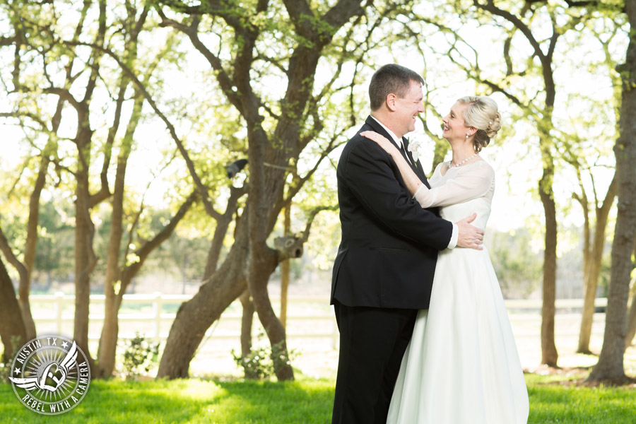 elegant-pictures-of-a-wedding-at-angel-springs-in-georgetown-texas (3)
