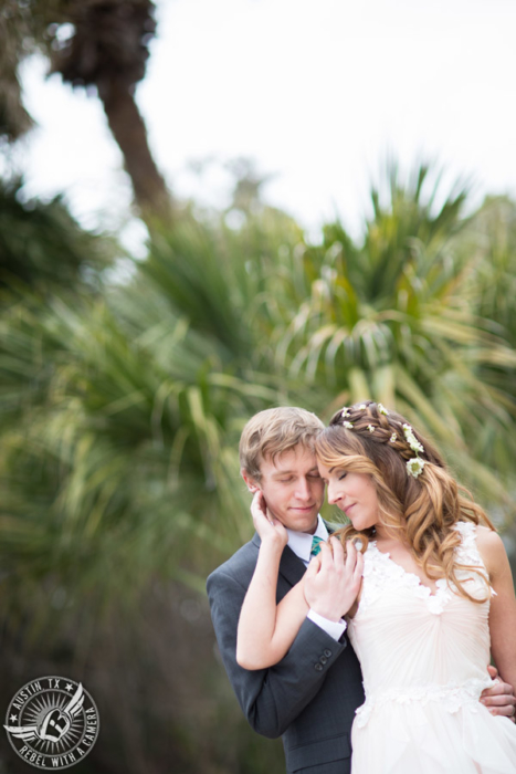 whimsical-austin-wedding-pictures-at-mayfield-park (4)