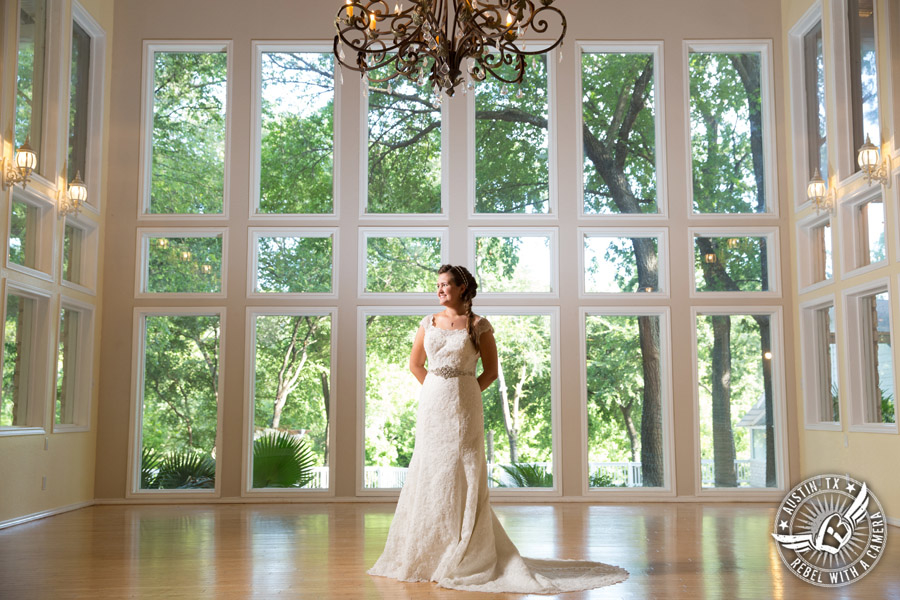 lovely-bridal-portraits-at-casa-blanca-on-brushy-creek (3)